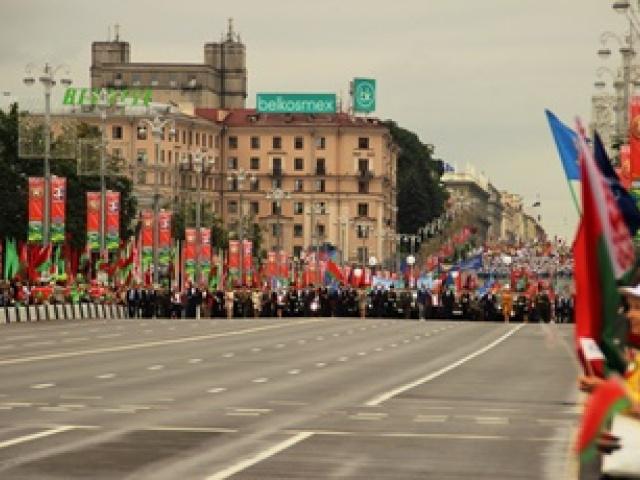 Праздничное шествие, цветы и улыбки: фоторепортаж о Дне Независимости в Минске