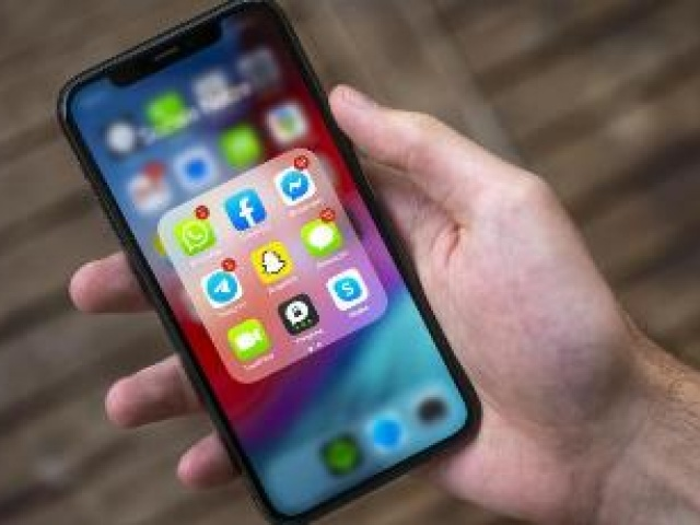 Эксперт заявил о передаче WhatsApp переписок пользователей в Facebook