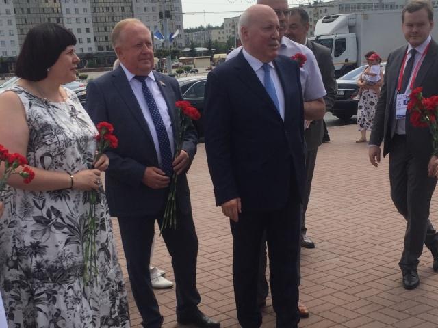 В Витебске прошла церемония возложения цветов к Вечному огню в рамках Дня Союзного государства
